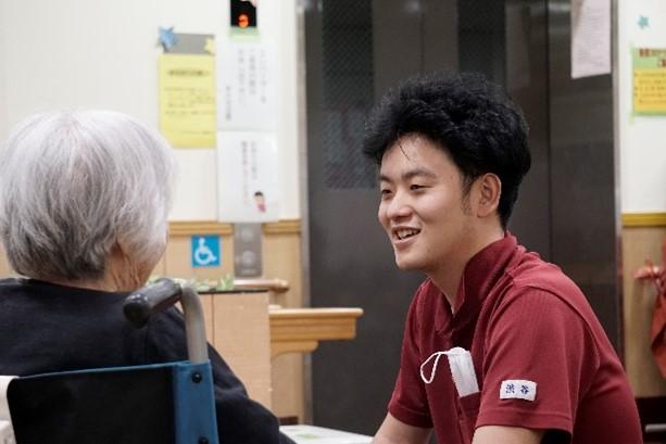 特別養護老人ホーム 介護職の男性の声
